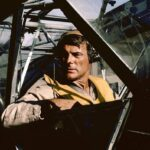 BAA BAA BLACK SHEEP - Les Têtes Brûlées, Robert Conrad as Maj. Greg 'Pappy' Boyington + Stinson L-5 © Lee Sporkin/NBC/NBCU